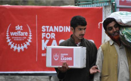 Aid is being handed out to the people of Kashmir